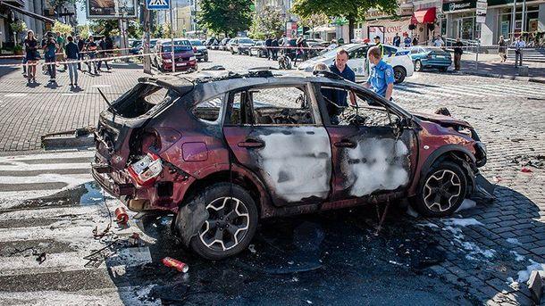 Машина, на которой ехал Павел Шеремет, после взрыва