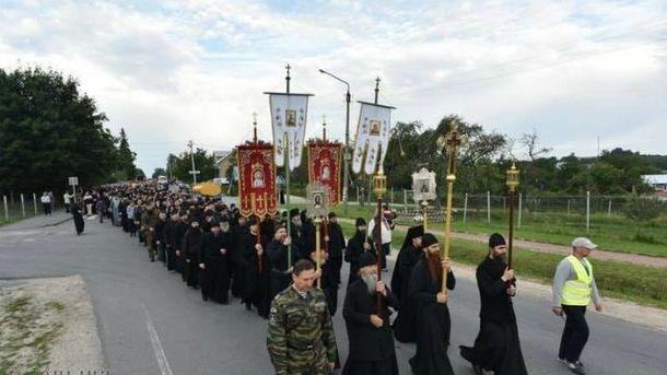 Крестный ход УПЦ МП движется на Киев