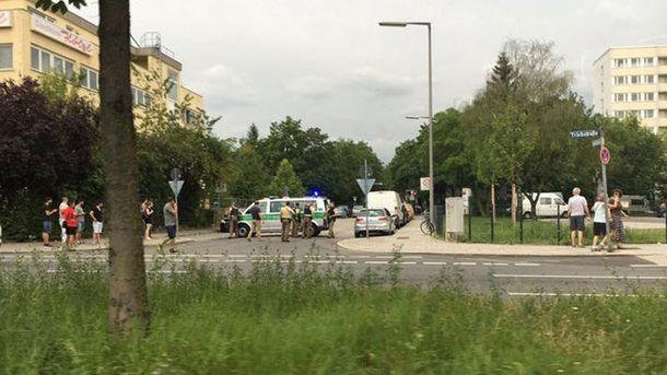 Люди тікають з місця стрілянини