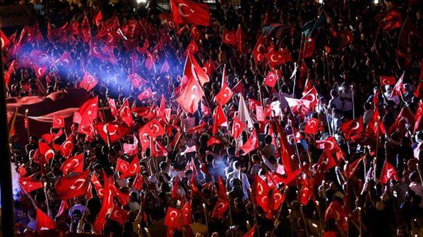Турки повстали проти можливості військового перевороту