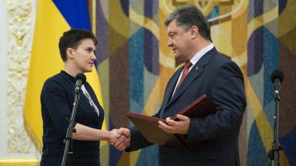 Петр Порошенко наградил Надежду Савченко