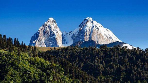Гора Ушба, поблизу якої було знайдено тіло