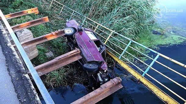 Машина влетела в воду