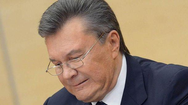 Віктор Янукович ламає ручку