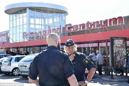 Полиция у торгового центра