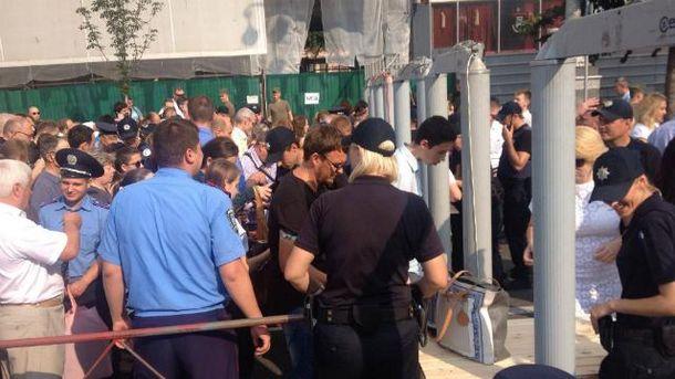 Усіх на підходах до Майдану ретельно обшукували