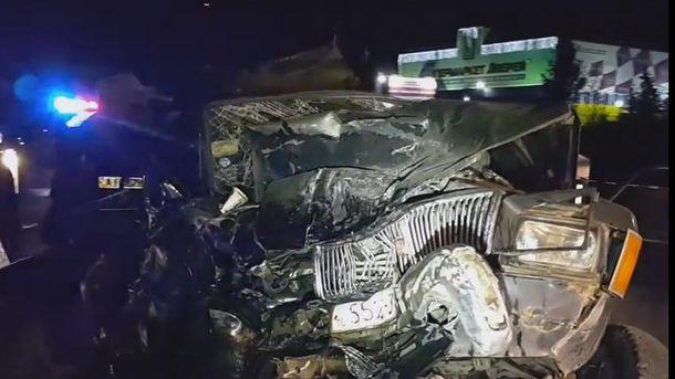 Жуткое ДТП со стрельбой в Киеве: авто пенсионеров осталось без крыши