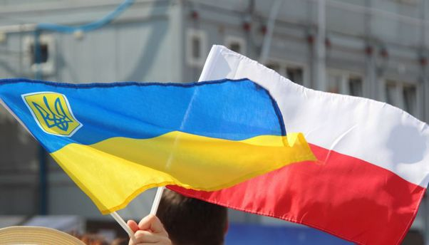 Прапори Польщі та України