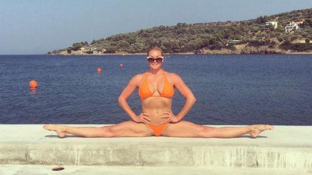Волочкова удивила фирменным шпагатом на греческих курортах