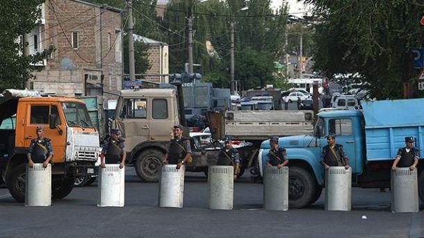 Спецоперация в Ереване продолжается уже две недели