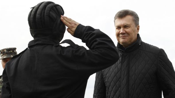Приспешники Януковича дали ему
