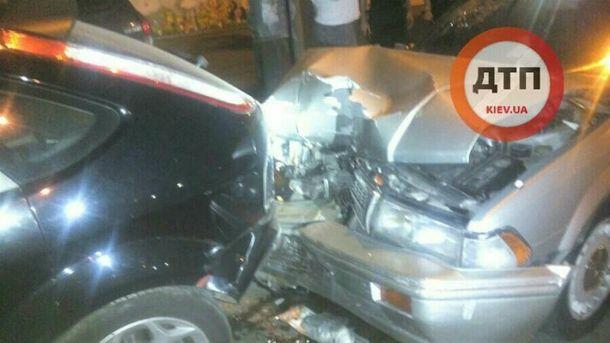 ВКиеве наТеремках нетрезвый шофёр разбил шесть авто на стоянке
