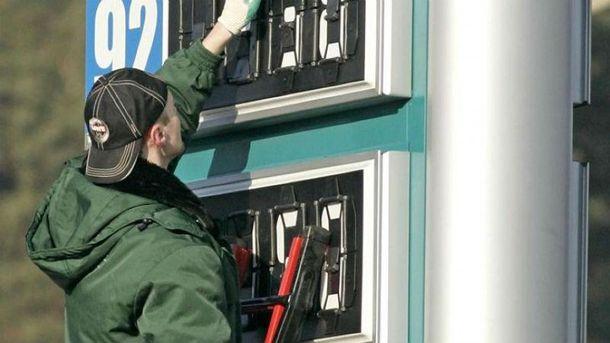 Бензин може подешевшати нв 10 копійок за літр