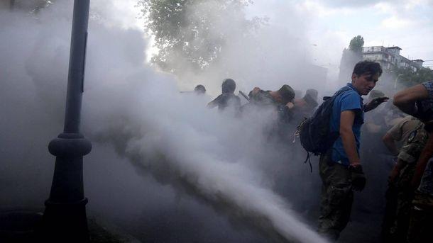 Сутички під Оболонським судом у Києві