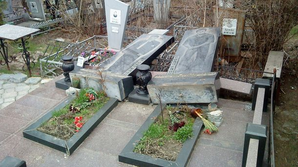 Чоловік поглумився над 150 могилами