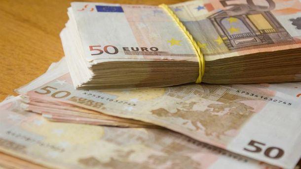 Тепер українці можуть купувати великі суми валюти без паспорта