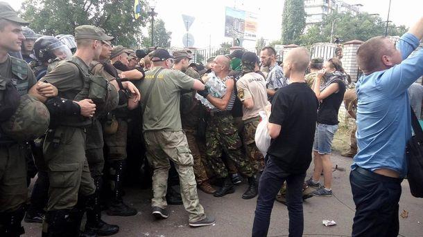 Сутички під Оболонський райсудом у Києві