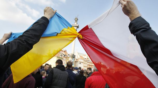 Прапори України та Польщі