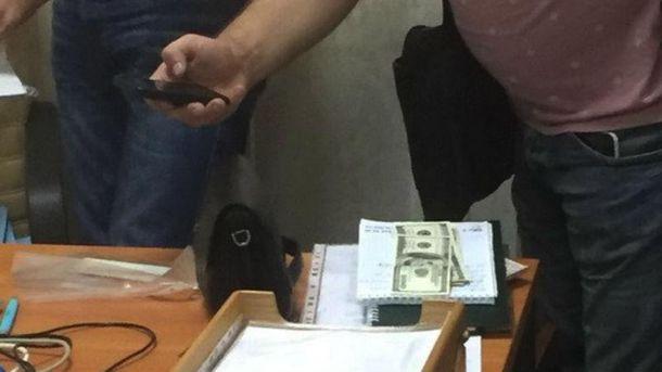 СБУ затримала чиновника-хабарника
