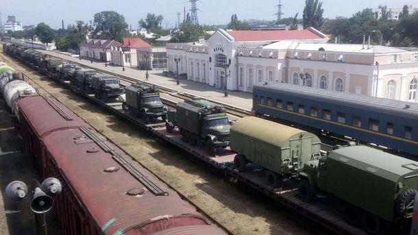 У Крим завезли колону військової техніки з Росії