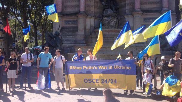 Украинцы на манифестации в Париже