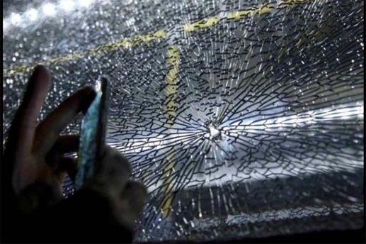 Разбитое стекло в автобусе