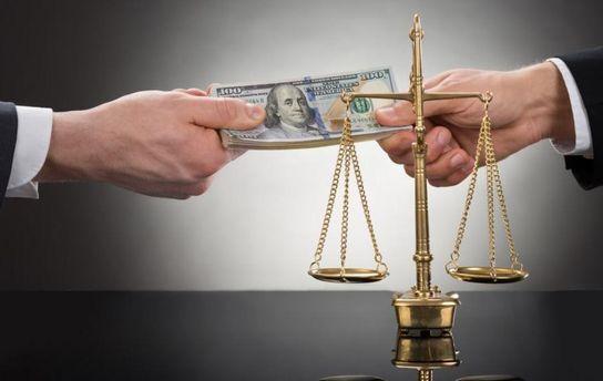 Чому чиновники-хабарники залишаються безкарними?