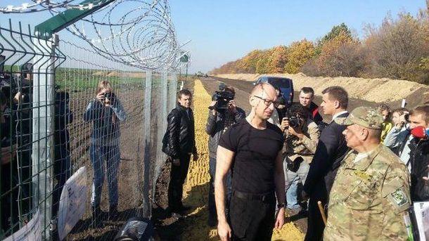 Арсений Яценюк осматривает проект