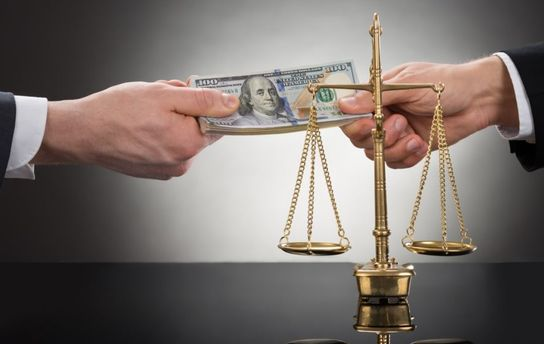 Почему чиновники-взяточники остаются безнаказанными?
