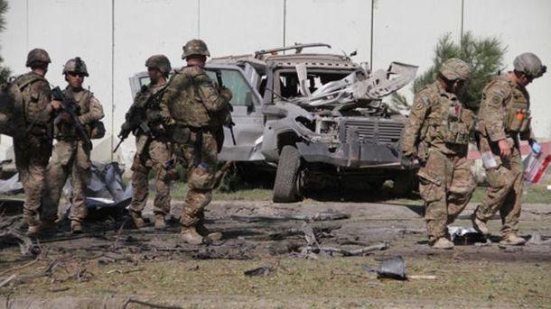 Американські військові в Афганістані на місці вибуху