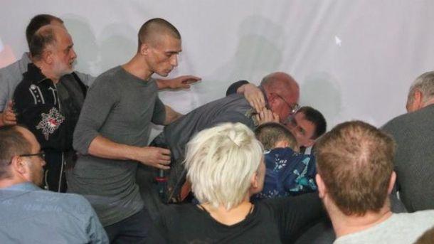Зустріч з Павленським закінчилась різаниною