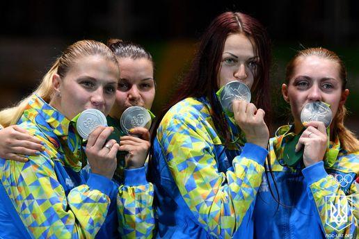 Українські шаблістки зі срібними медалями