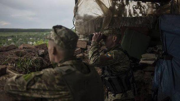 Украинские бойцы на боевых позициях