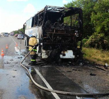Часть автобуса сгорела дотла