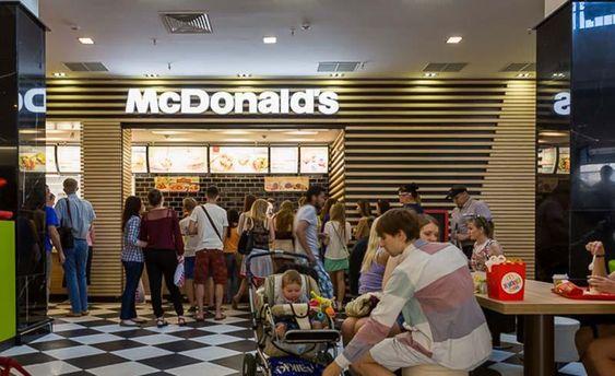 В McDonald's (ілюстрація)