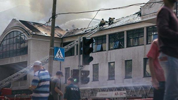 В Донецке горит бизнес-центр