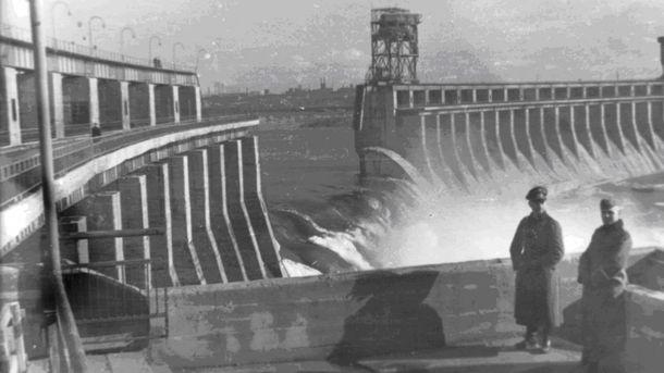 Разрушенная плотина Днепрогэса