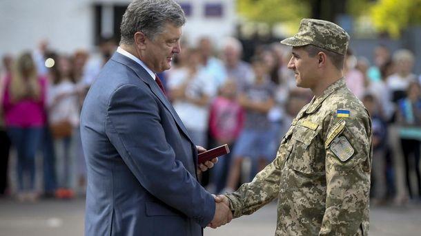 Військові під час отримання нагород