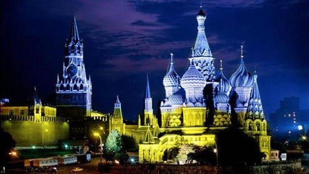 Кремль в украинских цветах