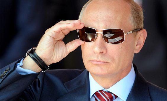 Володимир Путін у сонцезахисних окулярах