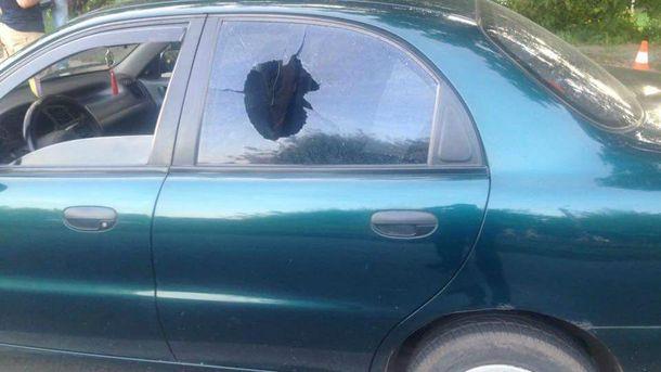 Чоловік вистрілив у вікно автівки