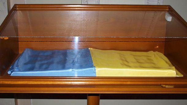 Прапор, який внесли до Верховної Ради 24 серпня 1991 року
