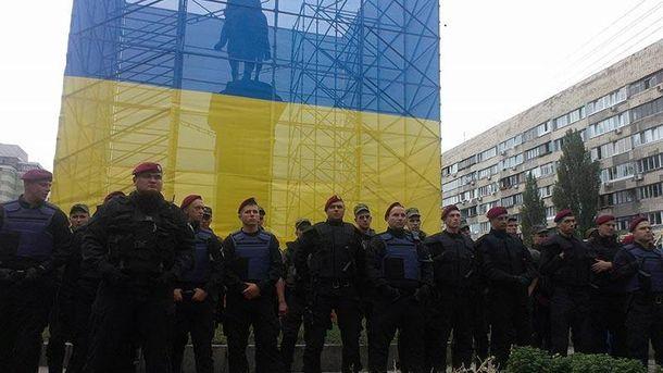 Поліція навколо пам'ятника Щорсу