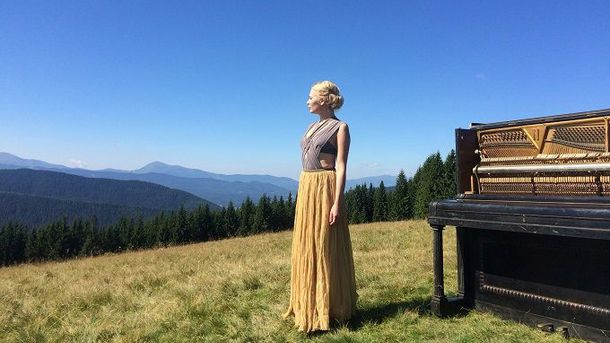 ONLINE.UA и певица Alloise подготовили сюрприз ко Дню Независимости Украины