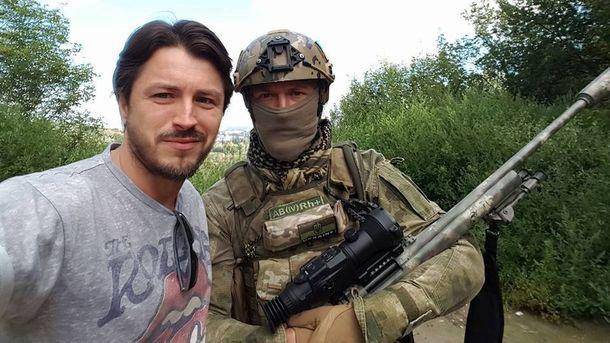 Сергій Притула та один із українських бійців