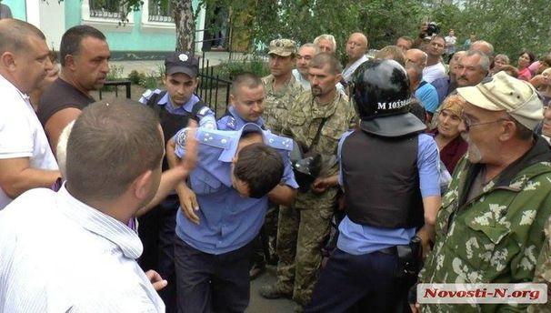 Задержание полицейских в Кривом Озере