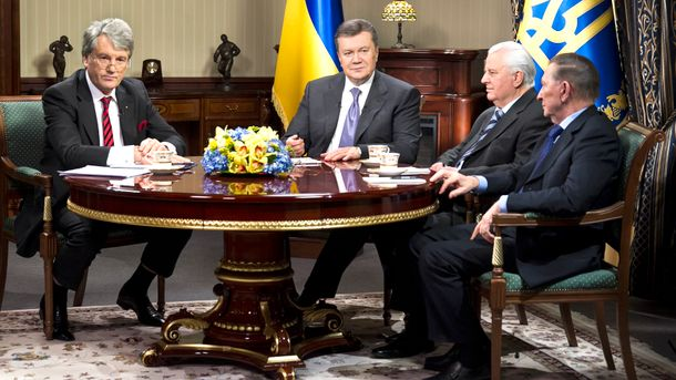 Ющенко, Янукович, Кравчук и Кучма собрались за круглым столом