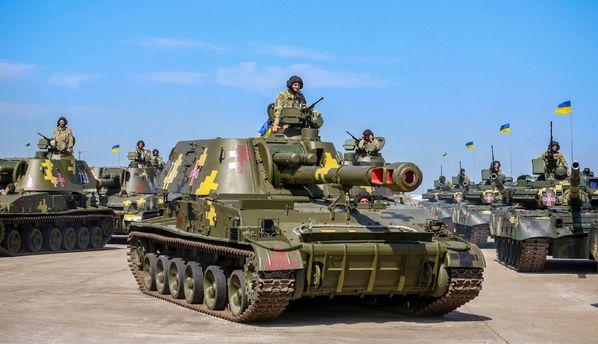 Силовикам передали технику своенного парада вКиеве— Порошенко