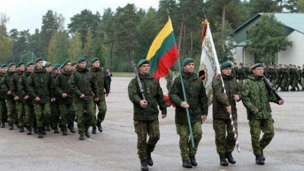 Литва також стривожена через військові навчання Росії