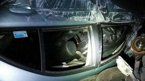 Авто перекинулось на дах у Києві